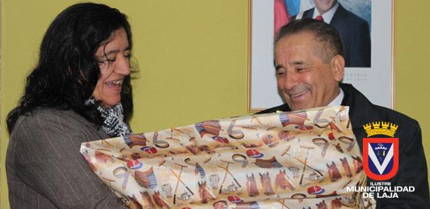 FUNCIONARIOS DE MUNICIPALIDAD DE LAJA SALUDAN A ALCALDE JOSE PINTO CON MOTIVO DE SU CUMPLEAÑOS