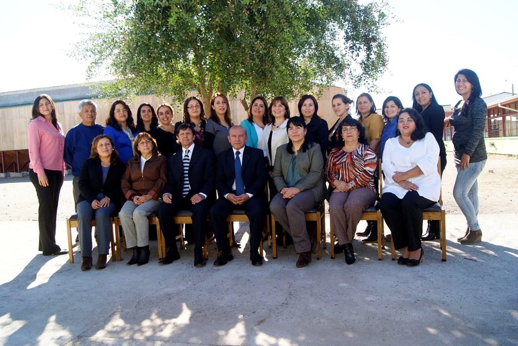 Autoridades comunales visitan escuela José Abelardo Núñez y reconocen resultados obtenidos por este establecimiento en el SIMCE