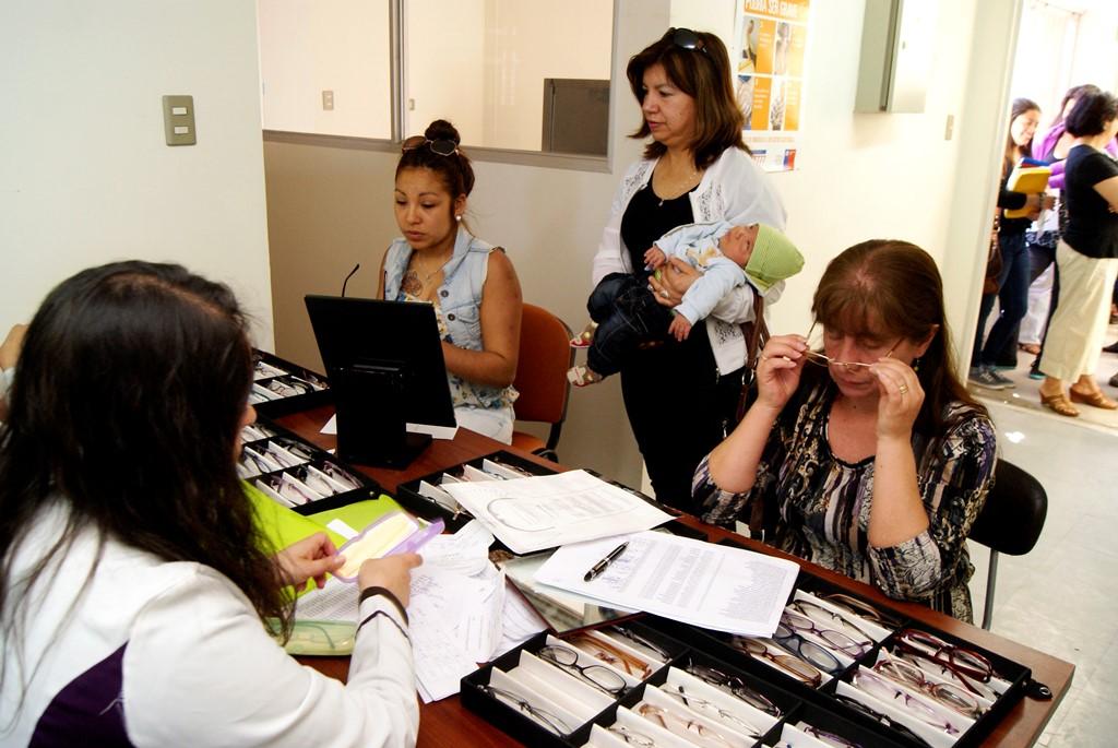 Moderna Atención oftalmológica  entrega en Laja el departamento de salud municipal