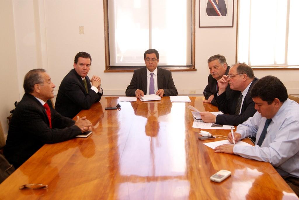 Ministerio de Obras realizará gestiones para adelantar pavimentación camino Puente Perales-María Dolores