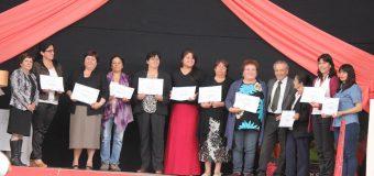 Certificación de mujeres participantes de los distintos talleres municipales 2016