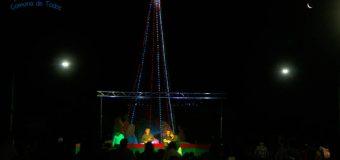 Encendido de árbol navideño al son de villancicos en plaza cívica