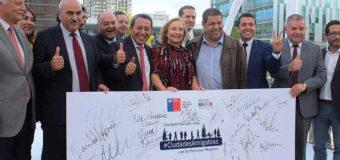 """Primera Dama y autoridades regionales firman """"Compromiso por ciudades amigables con las personas mayores"""""""